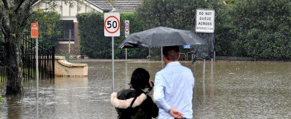 Mieszkańcy Australii obserwują skutki największej ulewy od 50 lat