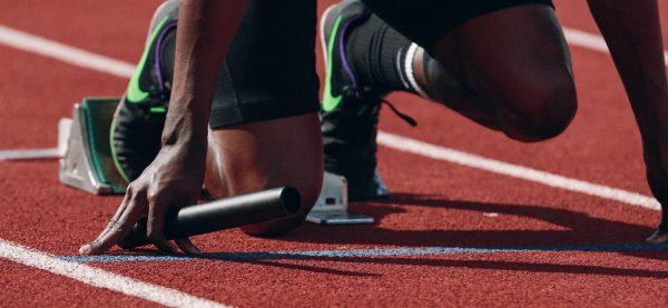 Sportowiec na starcie biegu