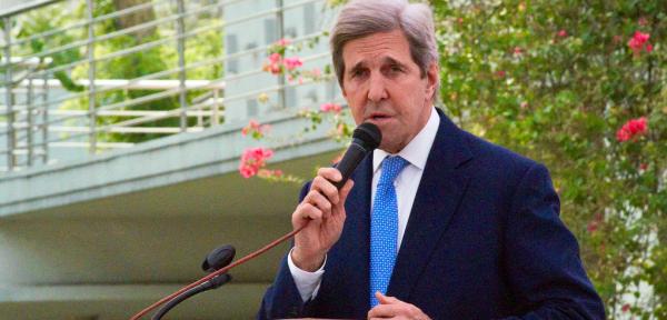 John Kerry podczas wizyty w Bangladeszu