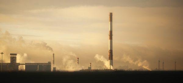 Zanieczyszczenie powietrza z elektrowni węglowej